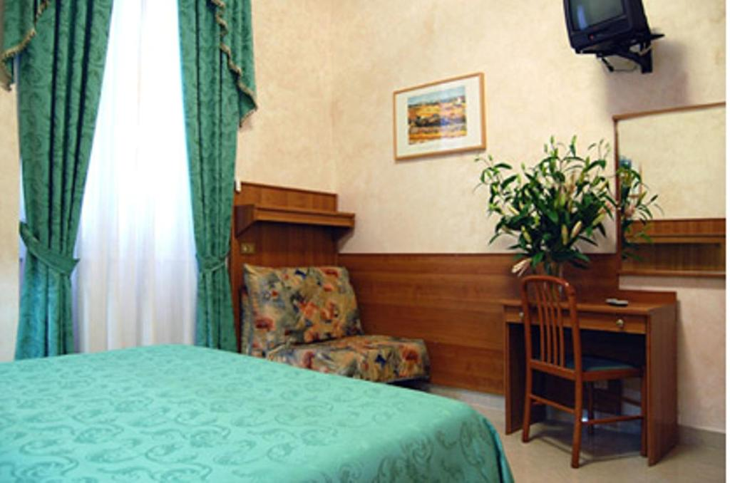 A bed or beds in a room at Hotel Papa Germano