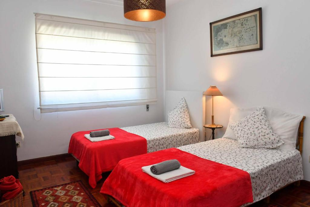 A bed or beds in a room at Oporto Room