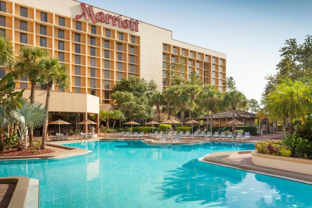 The swimming pool at or near Marriott Orlando Airport Lakeside