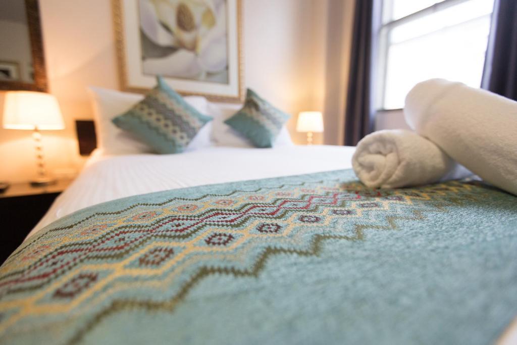 Ein Bett oder Betten in einem Zimmer der Unterkunft City Square Motel