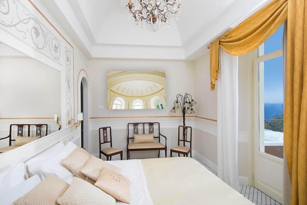 Ein Bett oder Betten in einem Zimmer der Unterkunft Luxury Villa Excelsior Parco