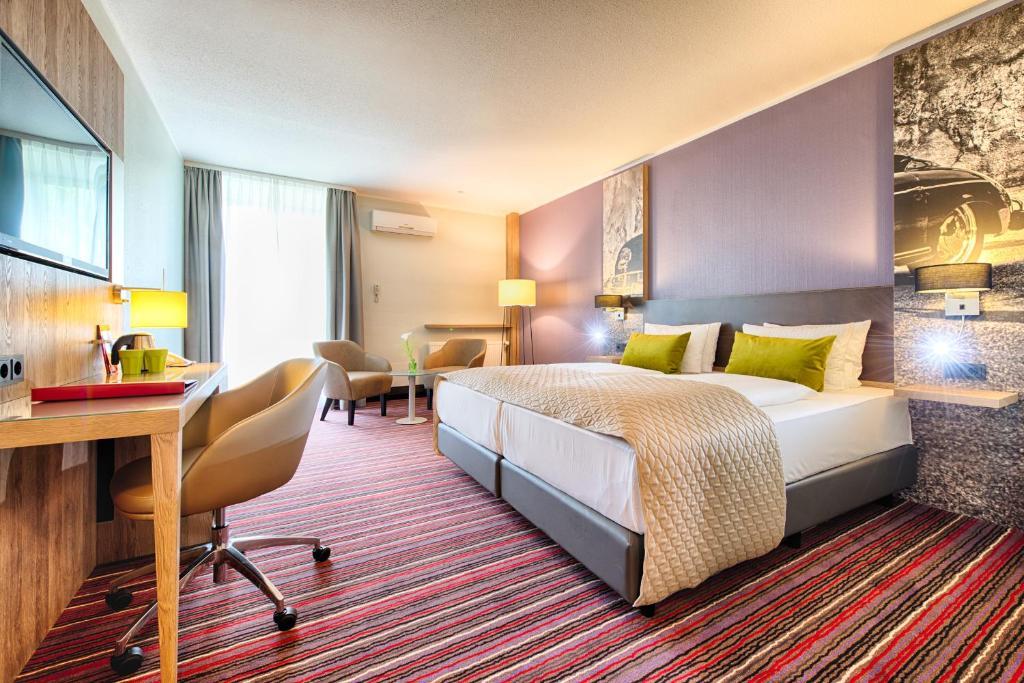 Кровать или кровати в номере Leonardo Hotel Wolfsburg City Center