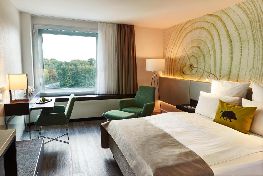 A bed or beds in a room at Steigenberger Airport Hotel Frankfurt