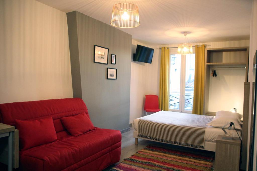 Een bed of bedden in een kamer bij Appart'hôtel ESTELLE
