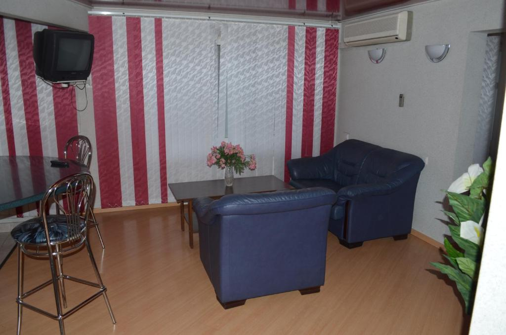 A seating area at Hostel Vizit