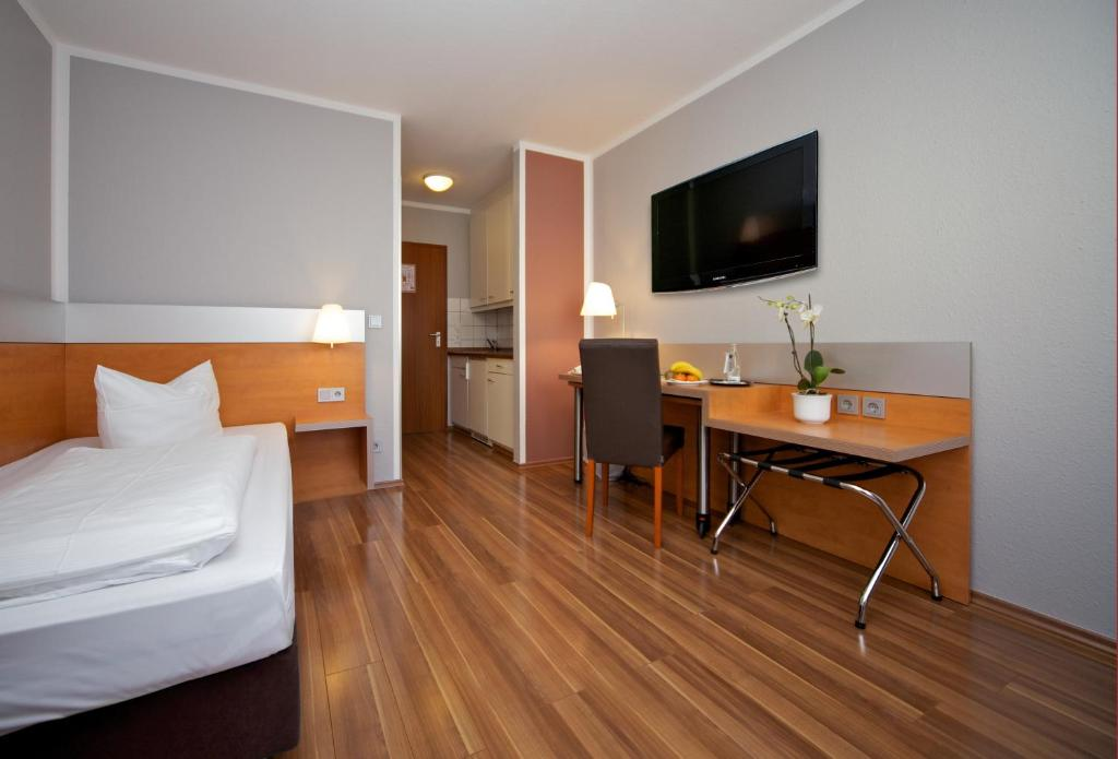 A television and/or entertainment centre at attimo Hotel Stuttgart***S