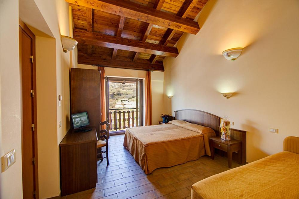 A bed or beds in a room at Ginepro d'Abruzzo