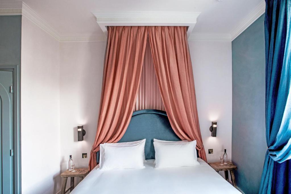 格宏布勒維酒店房間的床