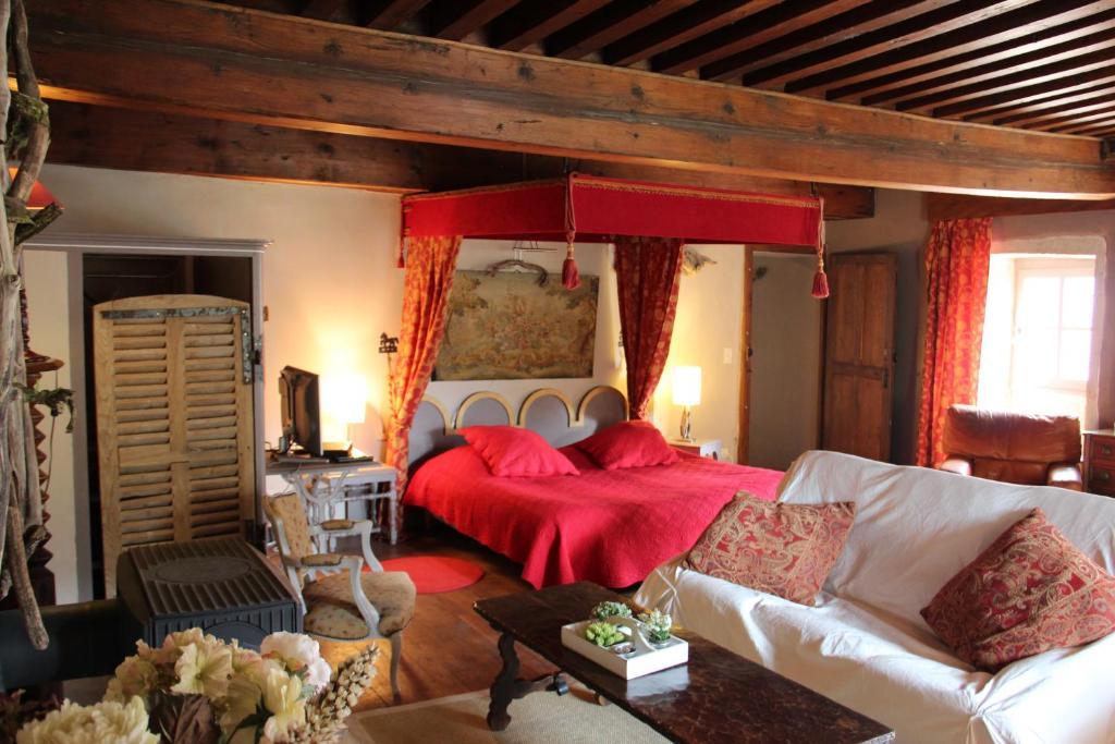 Un ou plusieurs lits dans un hébergement de l'établissement Gothique Café