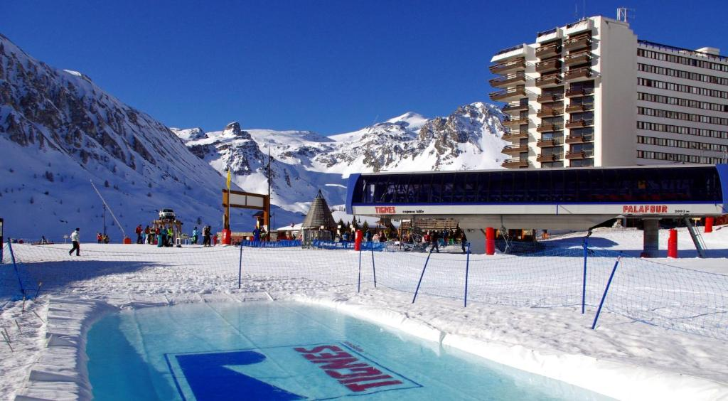 Le Palafour 914 during the winter