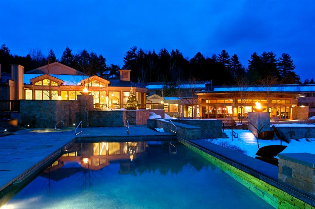 The swimming pool at or near Topnotch Resort & Spa