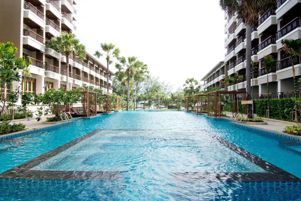 The swimming pool at or close to Welcome World Beach Resort & Spa