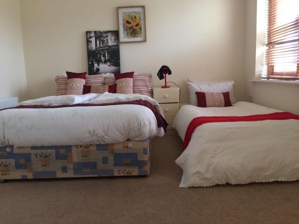 A bed or beds in a room at Jomi B&B