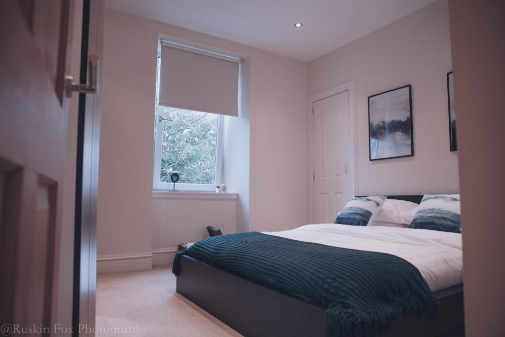 A bed or beds in a room at Apartment D