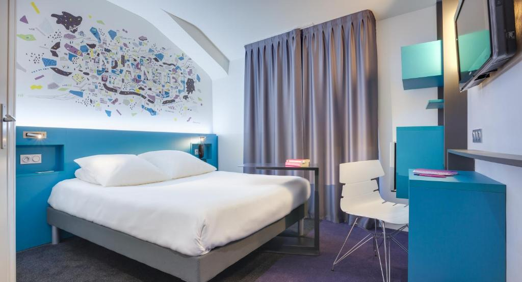 A bed or beds in a room at ibis Styles Nantes Centre Gare