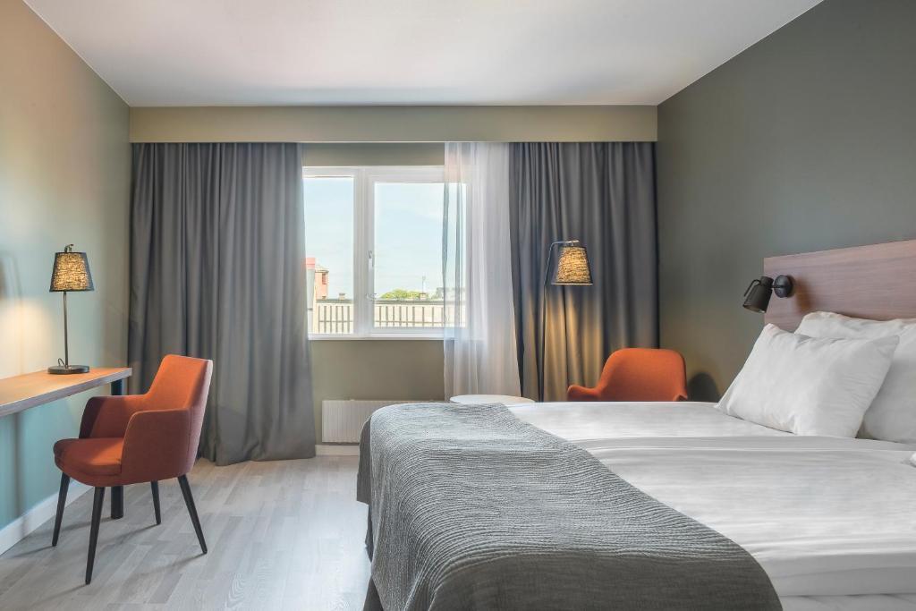 Ein Bett oder Betten in einem Zimmer der Unterkunft Quality Hotel Grand Kristianstad