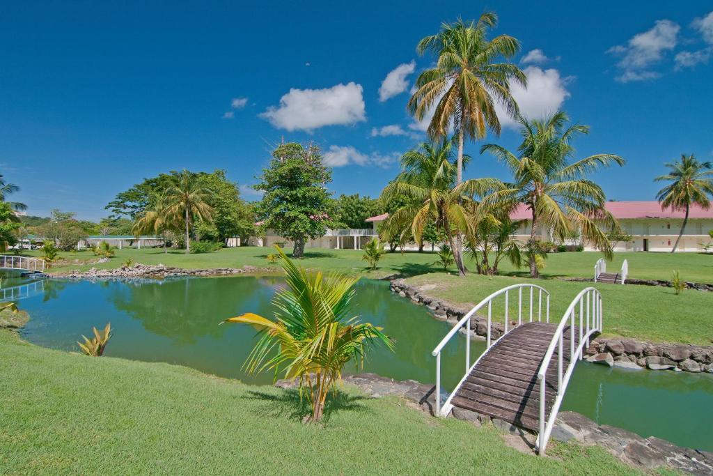 The swimming pool at or close to Radisson Grenada Beach Resort