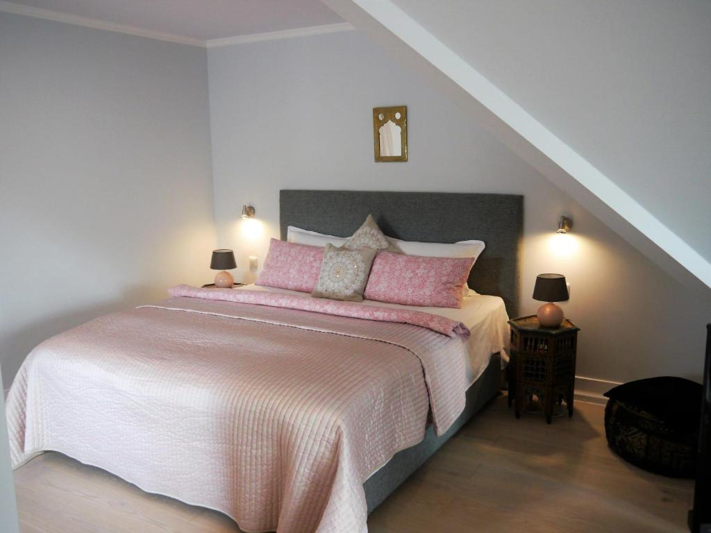 Ein Bett oder Betten in einem Zimmer der Unterkunft Landhaus Sonnenhut - Orient-Zimmer
