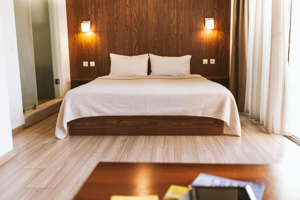 A bed or beds in a room at Du Lac