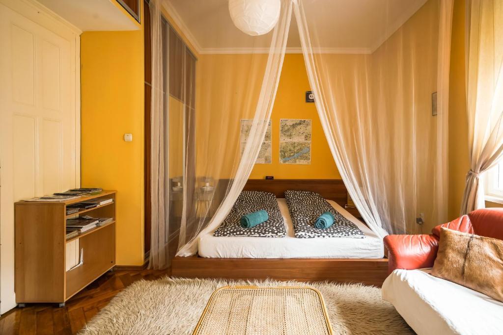 佩茲瓦公寓房間的床