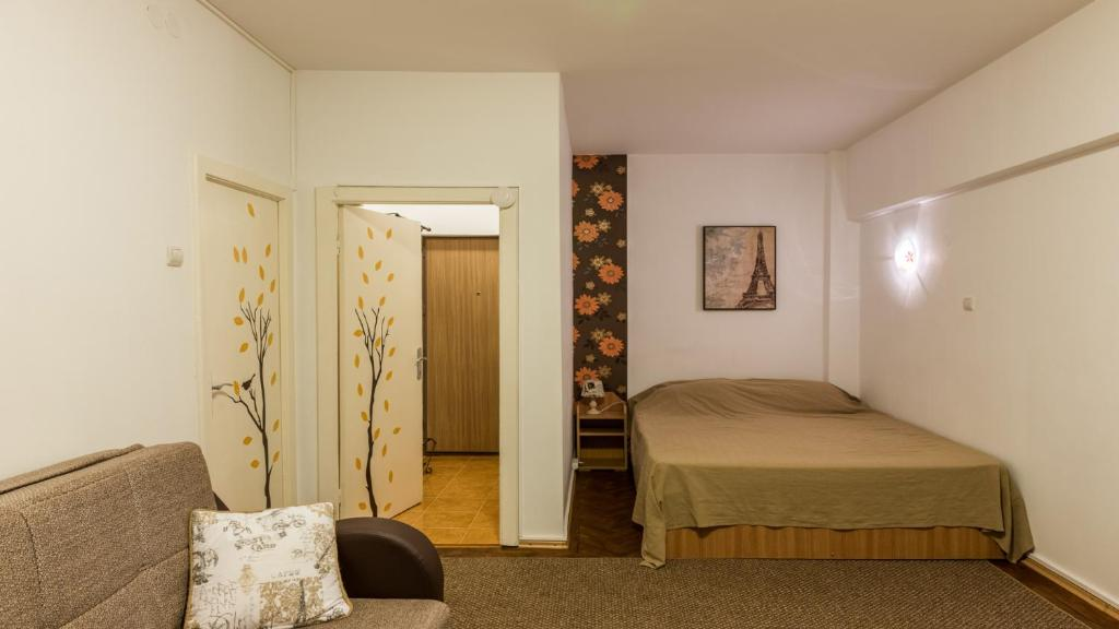 A bed or beds in a room at Inner Circle Studio