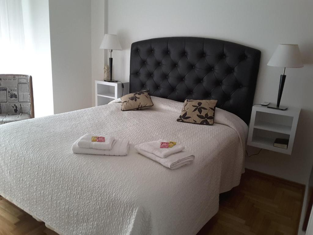 A bed or beds in a room at M&A Apartament Centro