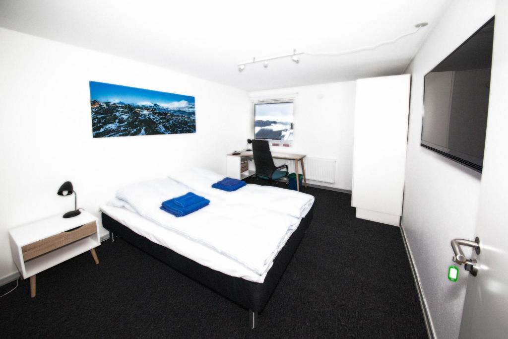 A bed or beds in a room at The Blue Guesthouse by Greenland Escape