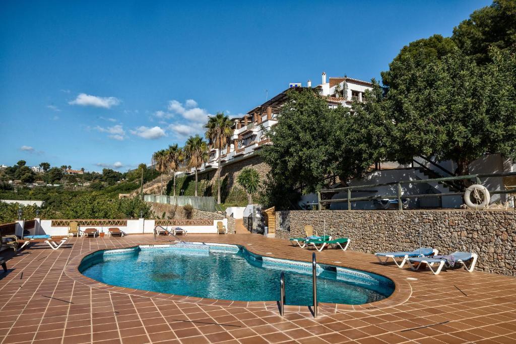 The swimming pool at or near Hotel Rural Almazara
