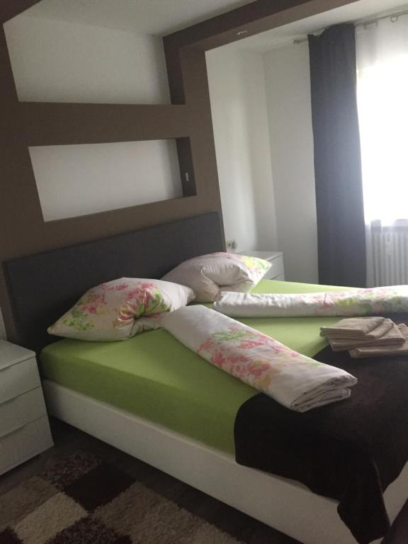 A bed or beds in a room at Augsburger Apartment