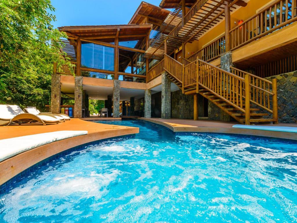 A piscina localizada em Kalango Hotel Boutique ou nos arredores