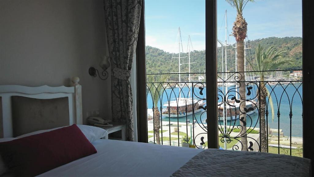 Vaizdas į baseiną apgyvendinimo įstaigoje Cennet Life - Exclusive City Hotel arba netoliese