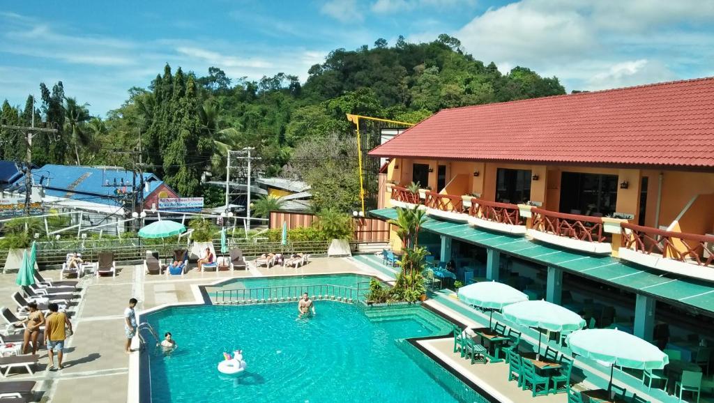 Ein Blick auf den Pool von der Unterkunft Anyavee Ban Ao Nang Resort oder aus der Nähe