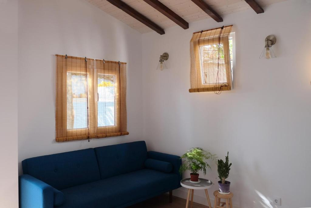 A seating area at Proa d'Alfama Guest House