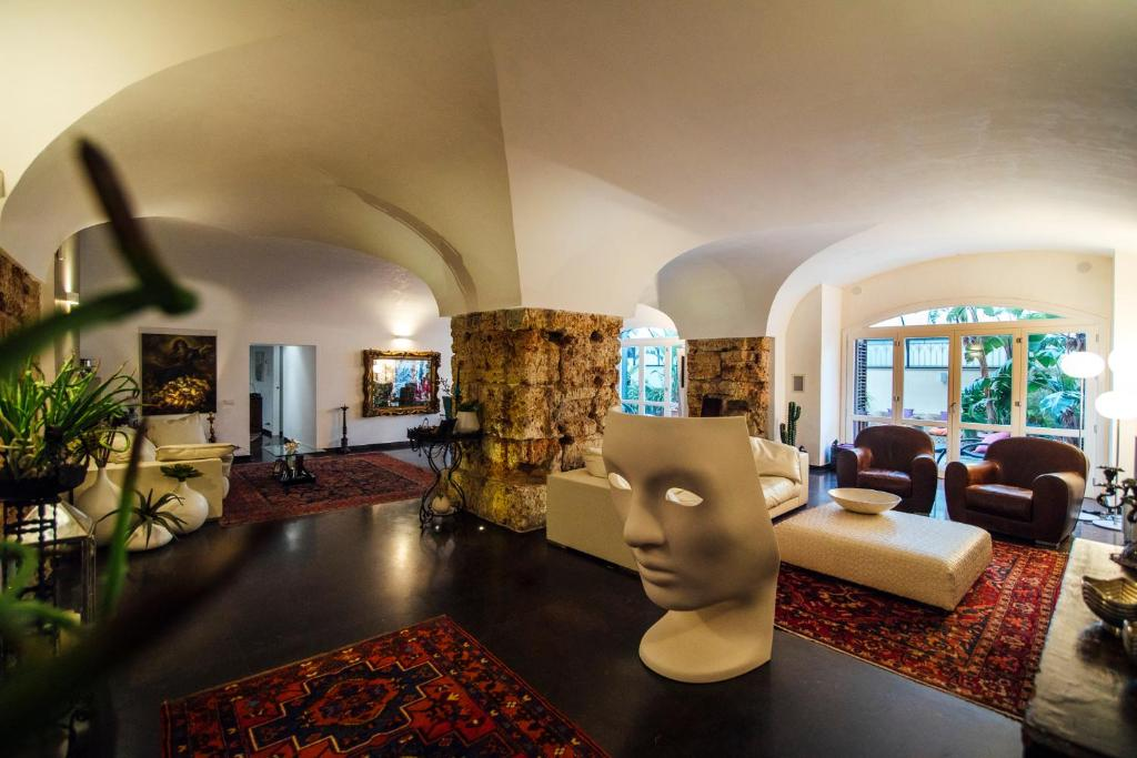 The lobby or reception area at Atmosfere Puniche b&b