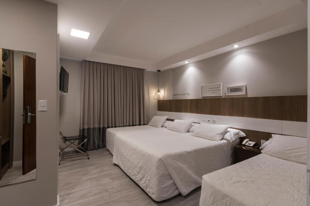 A bed or beds in a room at Hotel Melo