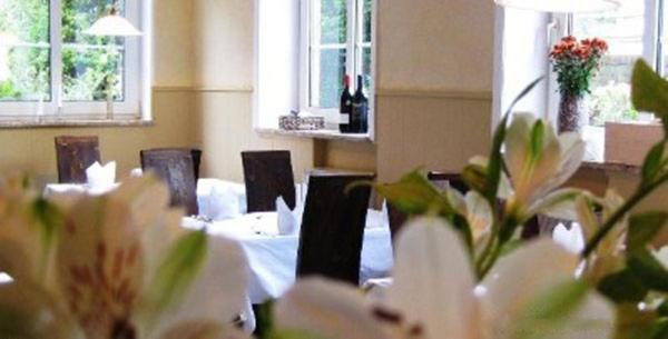 Ein Restaurant oder anderes Speiselokal in der Unterkunft Altes Fährhaus