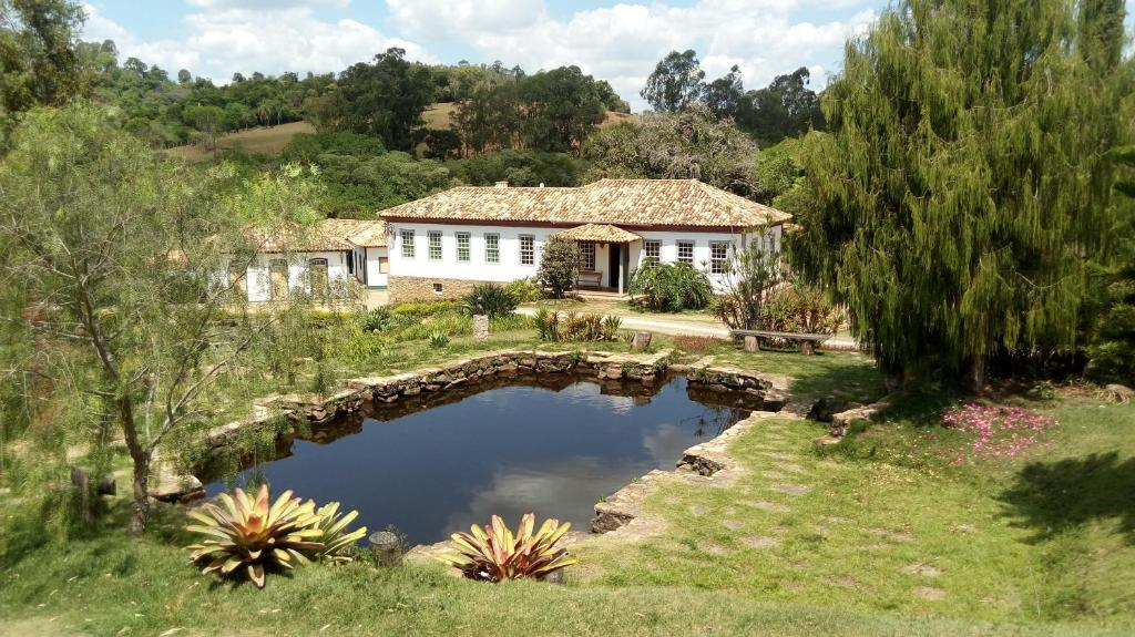 A view of the pool at Hotel Fazenda Palestina or nearby