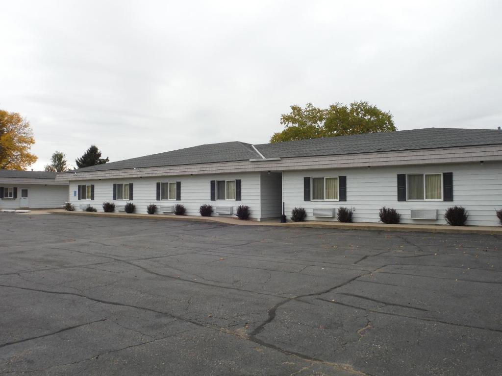 Caravan Motel, Cannon Falls, MN - Booking com
