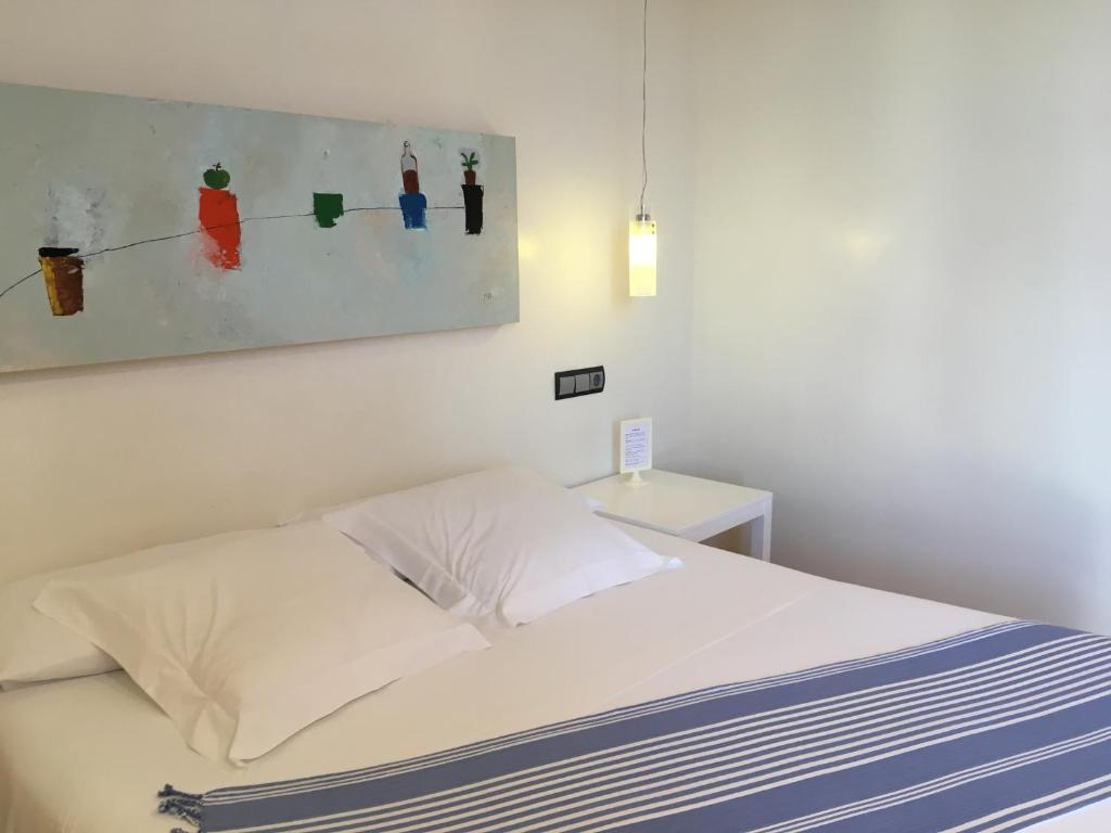 A bed or beds in a room at Hotel Nochendi