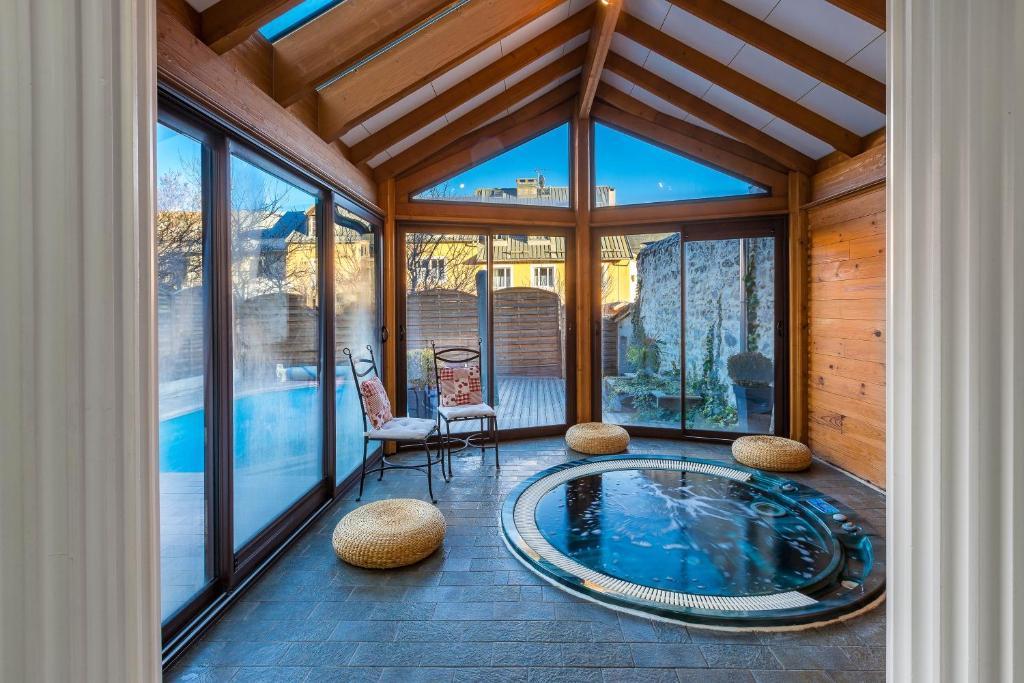 Πισίνα στο ή κοντά στο Holiday Home & Spa - Le Rendez Vous de Vauban