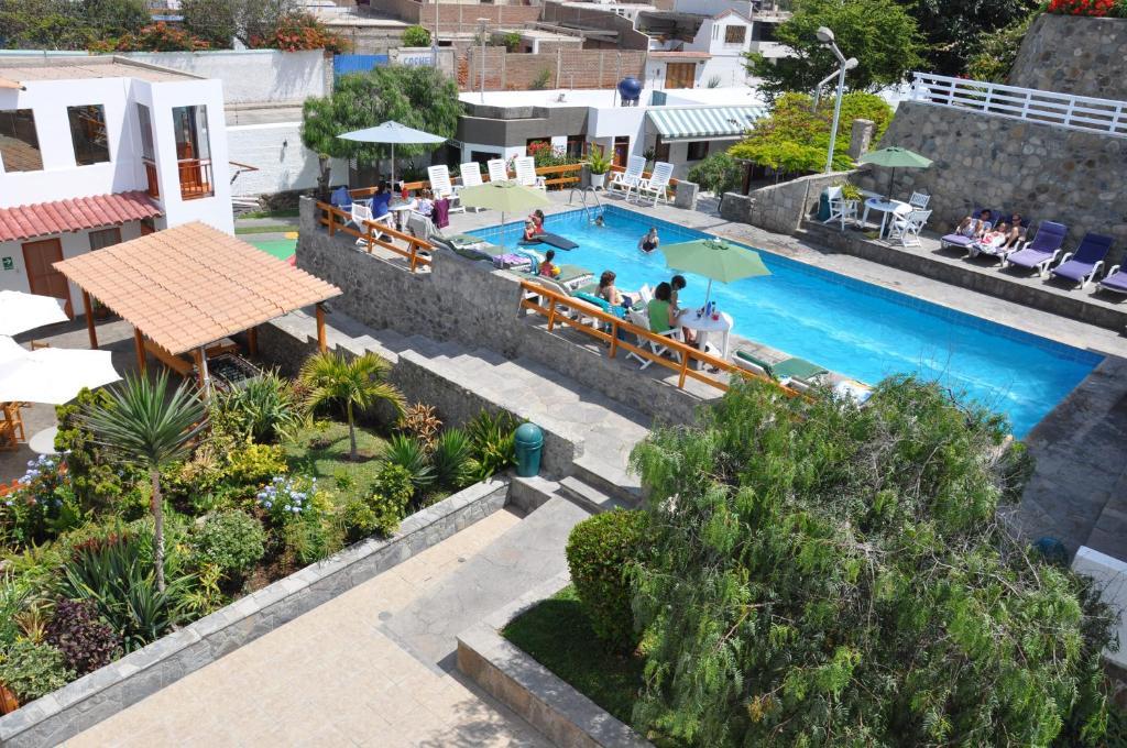 Vista de la piscina de Hotel Bracamonte o alrededores