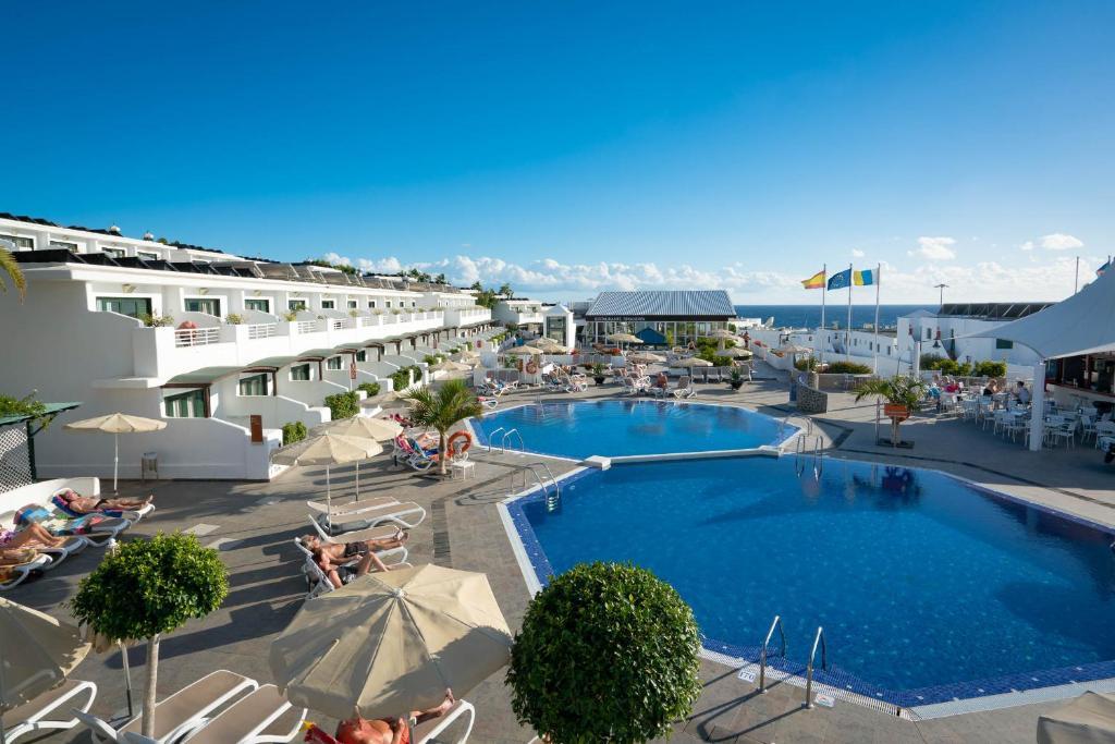 Uitzicht op het zwembad bij Relaxia Lanzaplaya of in de buurt