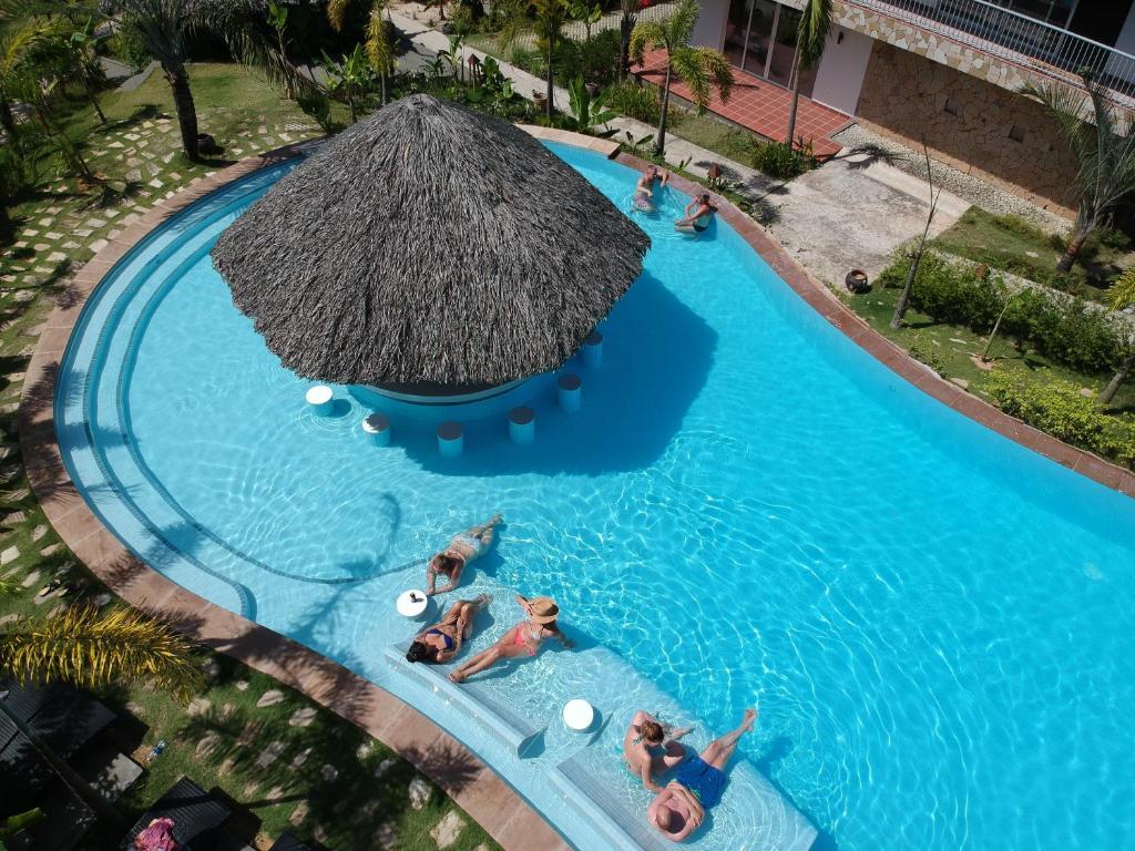 Utsikt över poolen vid Le Forest Resort eller i närheten