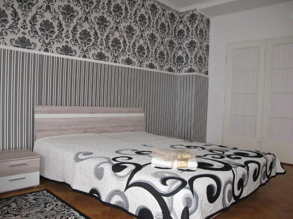 A bed or beds in a room at Arabesque Accommodation