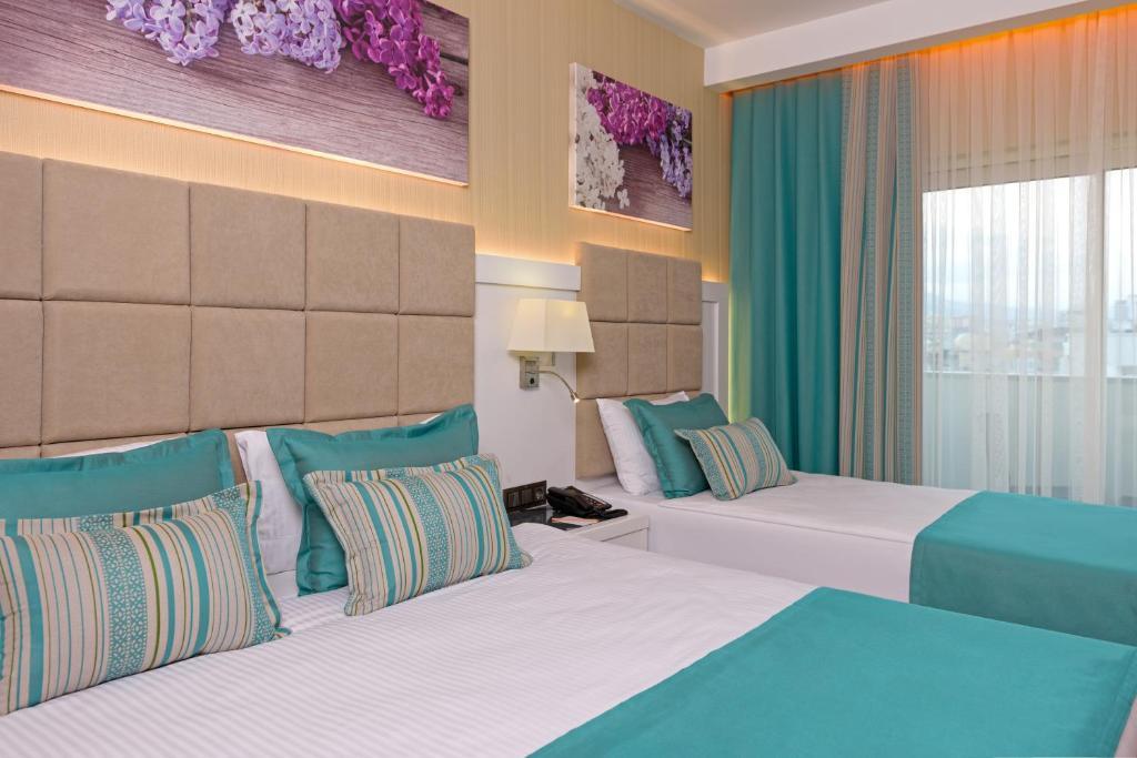 Кровать или кровати в номере Asia Beach Resort & Spa Hotel