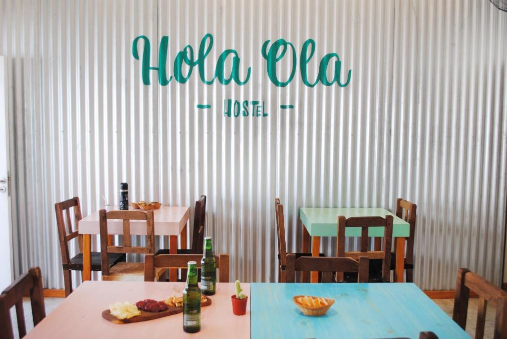 Un restaurant u otro lugar para comer en Hostel Hola Ola