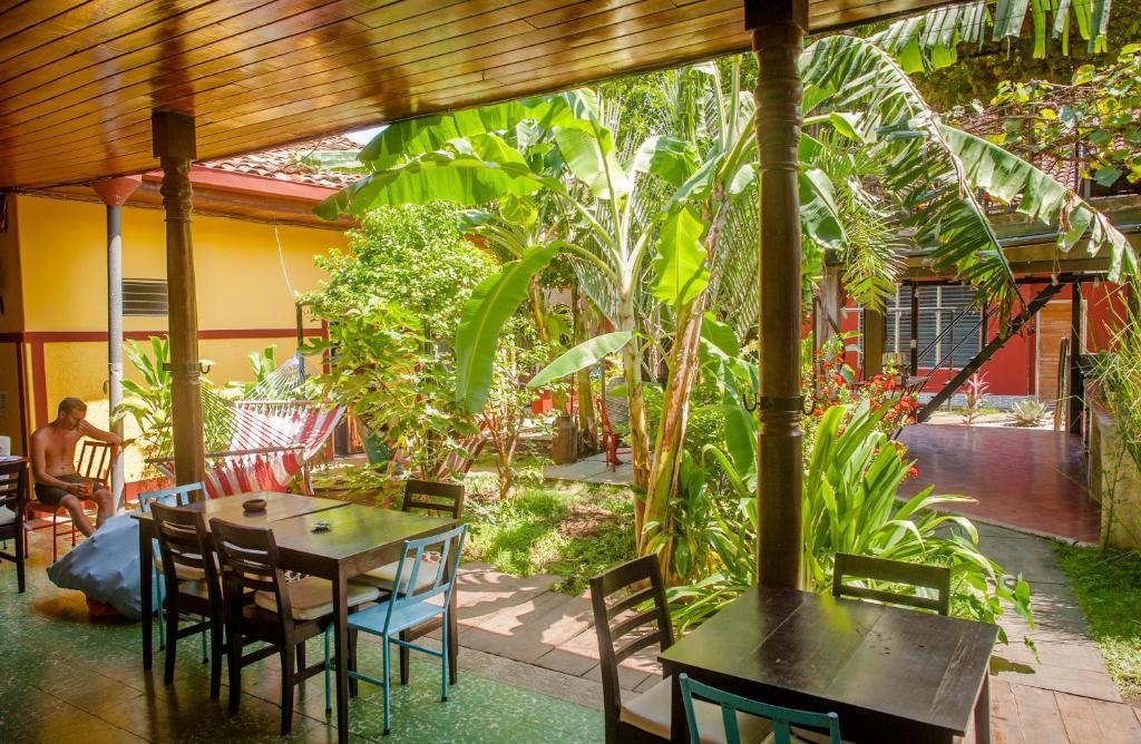 A restaurant or other place to eat at Hostel De Boca en Boca