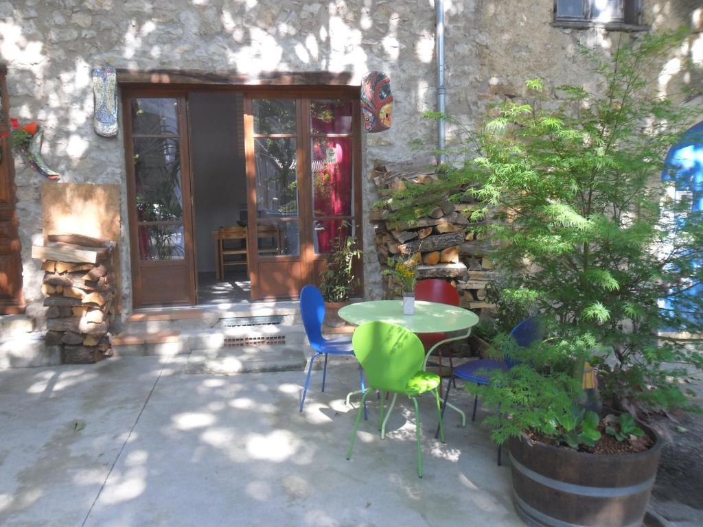 Gite T2 Avec Terrasse Lagrasse France Booking Com