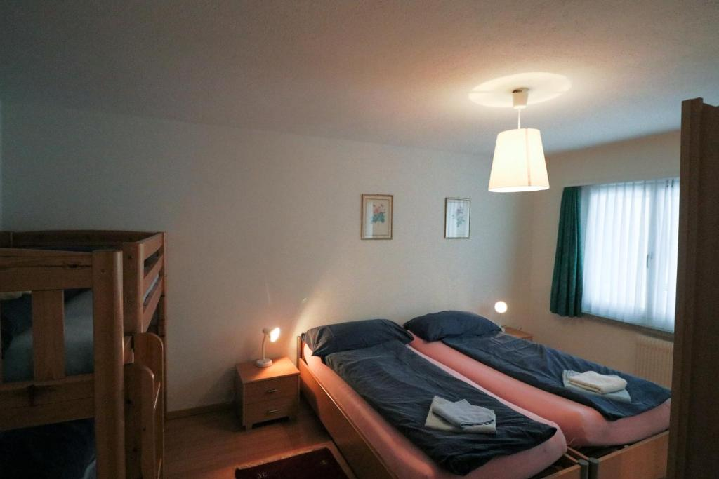 A bed or beds in a room at Schiablick - Apt Broggini