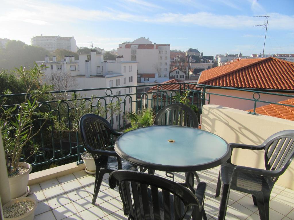 A balcony or terrace at B9097 - T2 AU CALME BIARRITZ